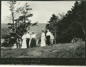 Robert H. Gordon, son of Josiah, and children. (1)